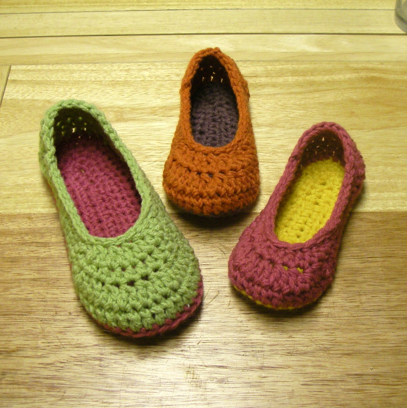 Free Crochet Pattern Easy Slippers : Crochet For Free: Oma House Slippers (Adult Female)
