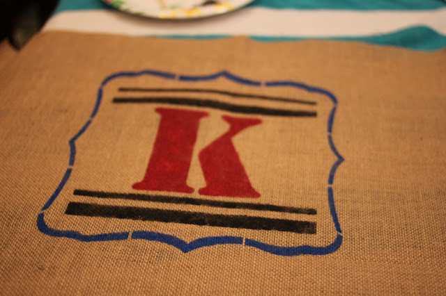 No sew stenciled monogram burlap pillow via www.goldenboysandme.com