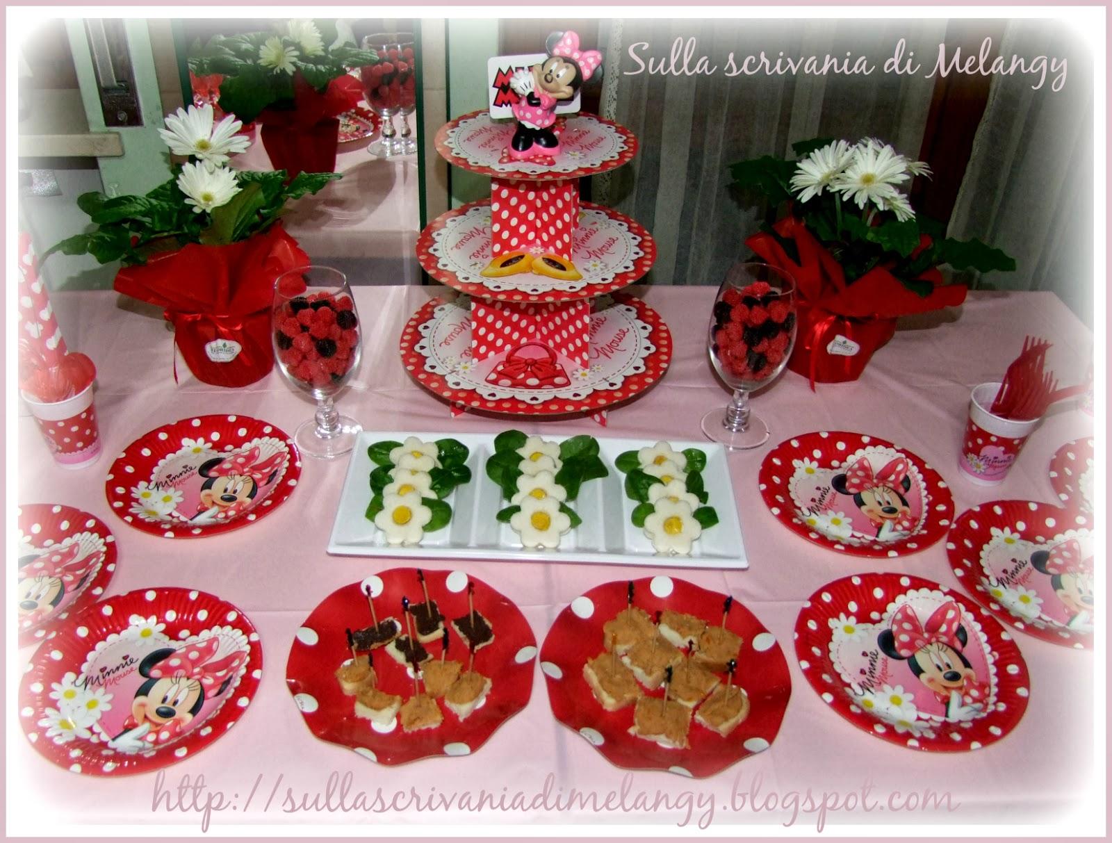 Compleanno bambini festa a tema minnie mouse sulla for Piatti e bicchieri per feste bambini