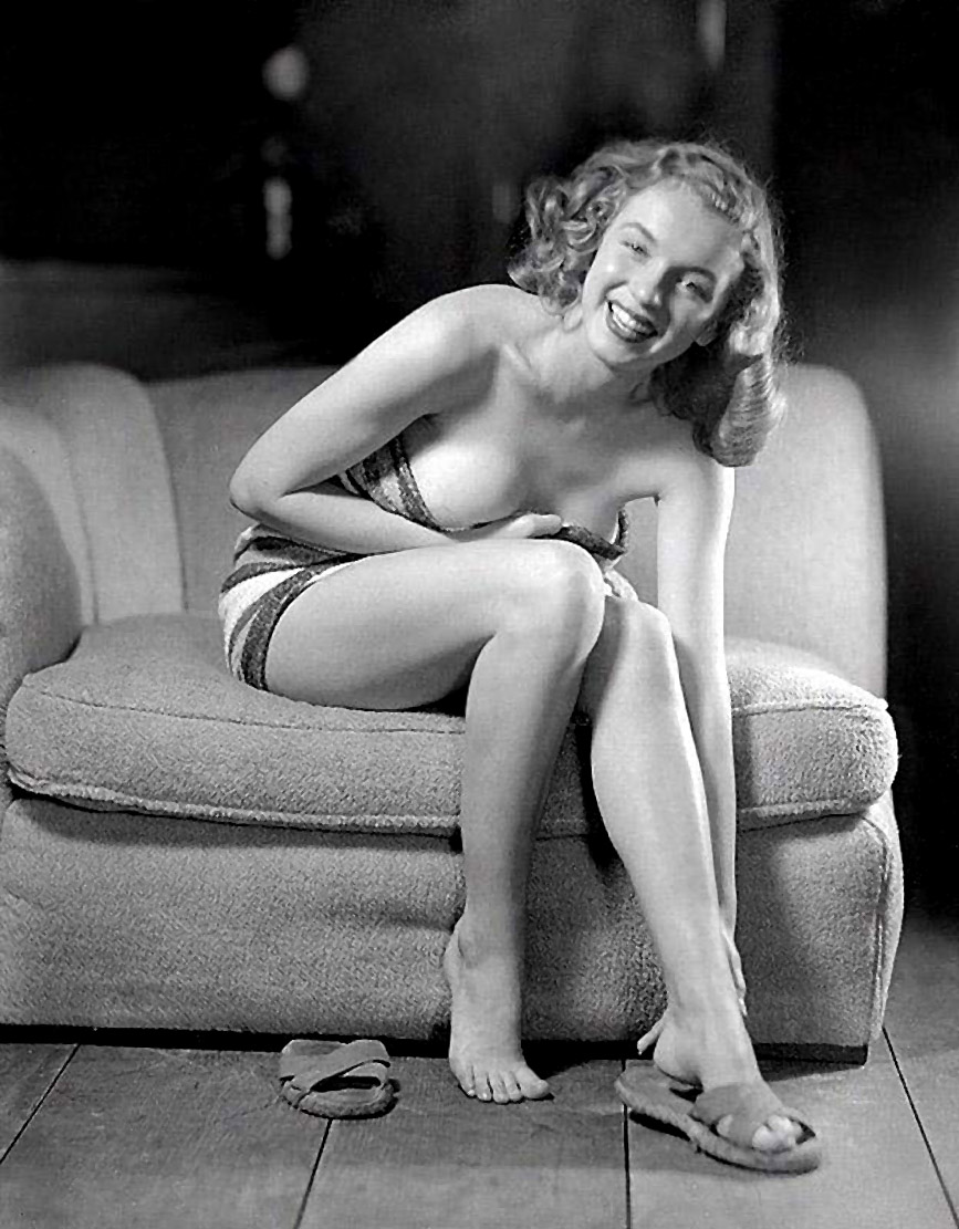 marilyn_monroe_young_sexy_thesuiteworld.