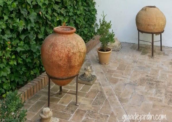Jardin rustico cuidar de tus plantas es for Suelos patios rusticos