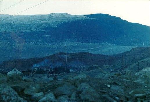 Надпись на склоне горы в честь пограничника Илияса Асадулина