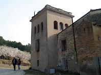 Torre quadrada, al canto nord, de Can Pubill