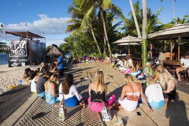 43 Opening Ceremony 2015 Fiji Womens Pro Fotos WSL Kirstin