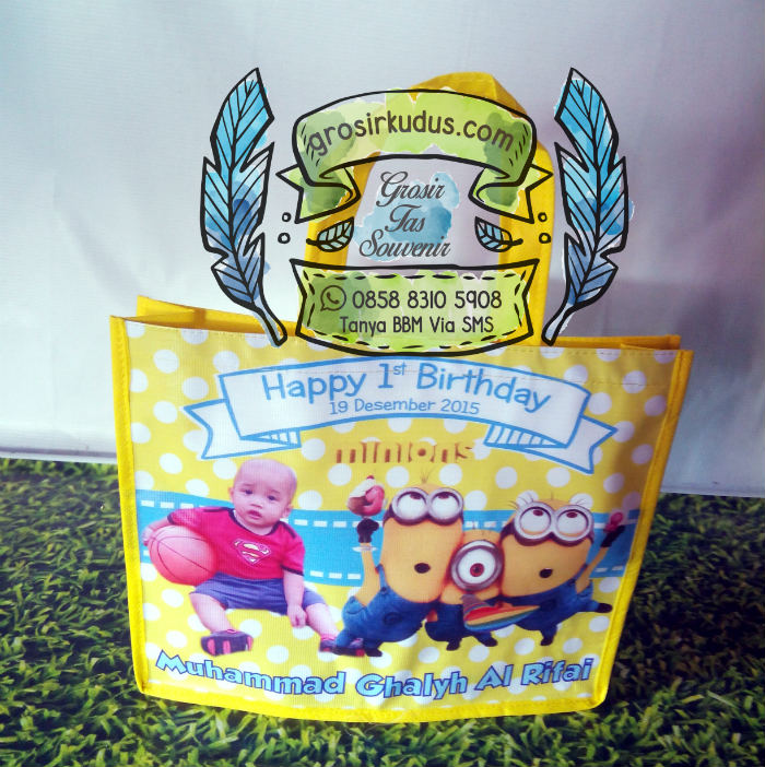 souvenir ulang tahun minions