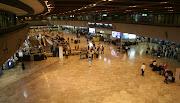 . un anglais de 52 ans, est resté 22 jours dans le terminal de l'aéroport . (na )
