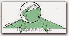 Bước 10: Gấp cạnh giấy lên trên vào giữa hai lớp giấy.