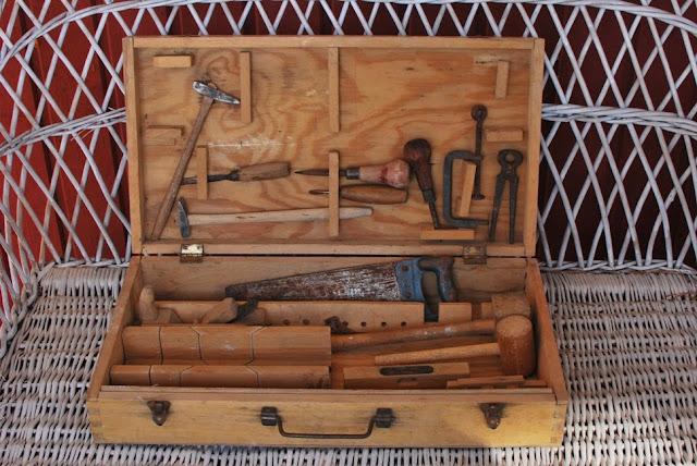 Muonamiehen mökki - 50-luvun lasten työkalupakki