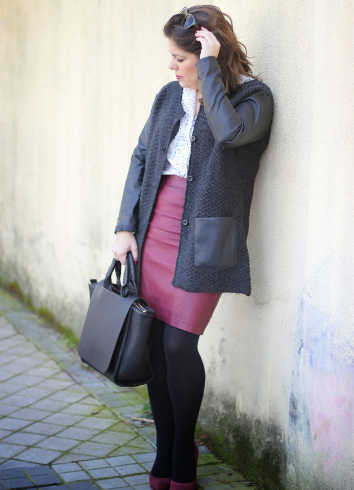 photo_look_streetstyle-burgundyleatherskirt-starsshirt