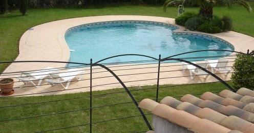 pr vention des accidents domestiques piscines l 39 alarme par immersion pas si efficace que cela. Black Bedroom Furniture Sets. Home Design Ideas