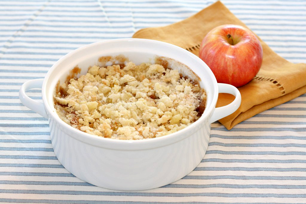 Easy Apple Crisp - Julie Blanner entertaining & home design that ...