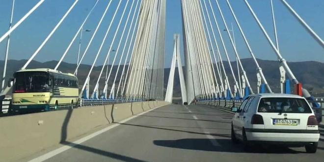 Βρέθηκε η σορός της 31χρονης που έπεσε από τη γέφυρα του Ρίου (vid)
