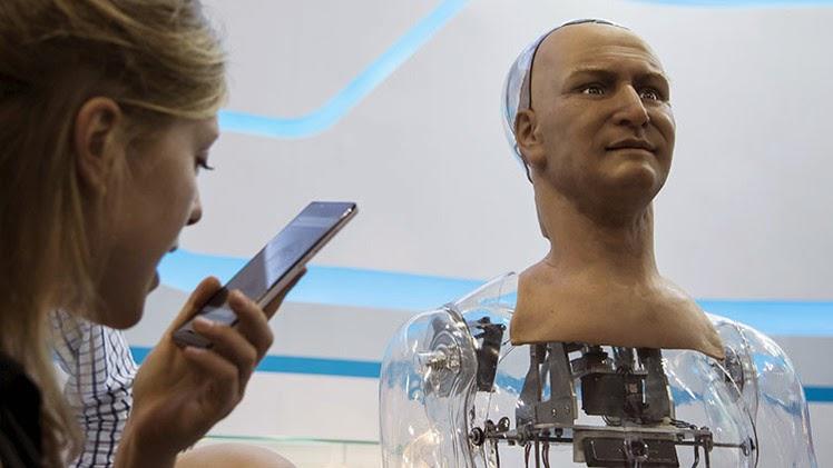 VIDEO: Podívejte se, jak vypadá robot s umělou inteligencí