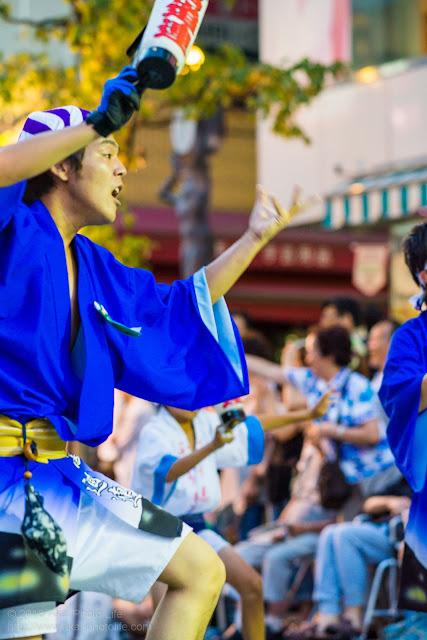 三鷹阿波踊り 富道連の男踊り ちょうちん
