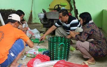 Kelompok Masyarakat Pemilah Sampah (POKMAS)
