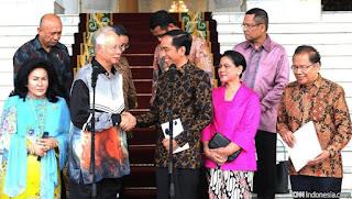 Model Kebaya Kutubaru Iriana vs Baju Kurung Melayu Malaysia