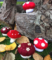 http://hopeandgloria.blogspot.co.uk/2015/10/terrific-toadstool-pin-cushions.html