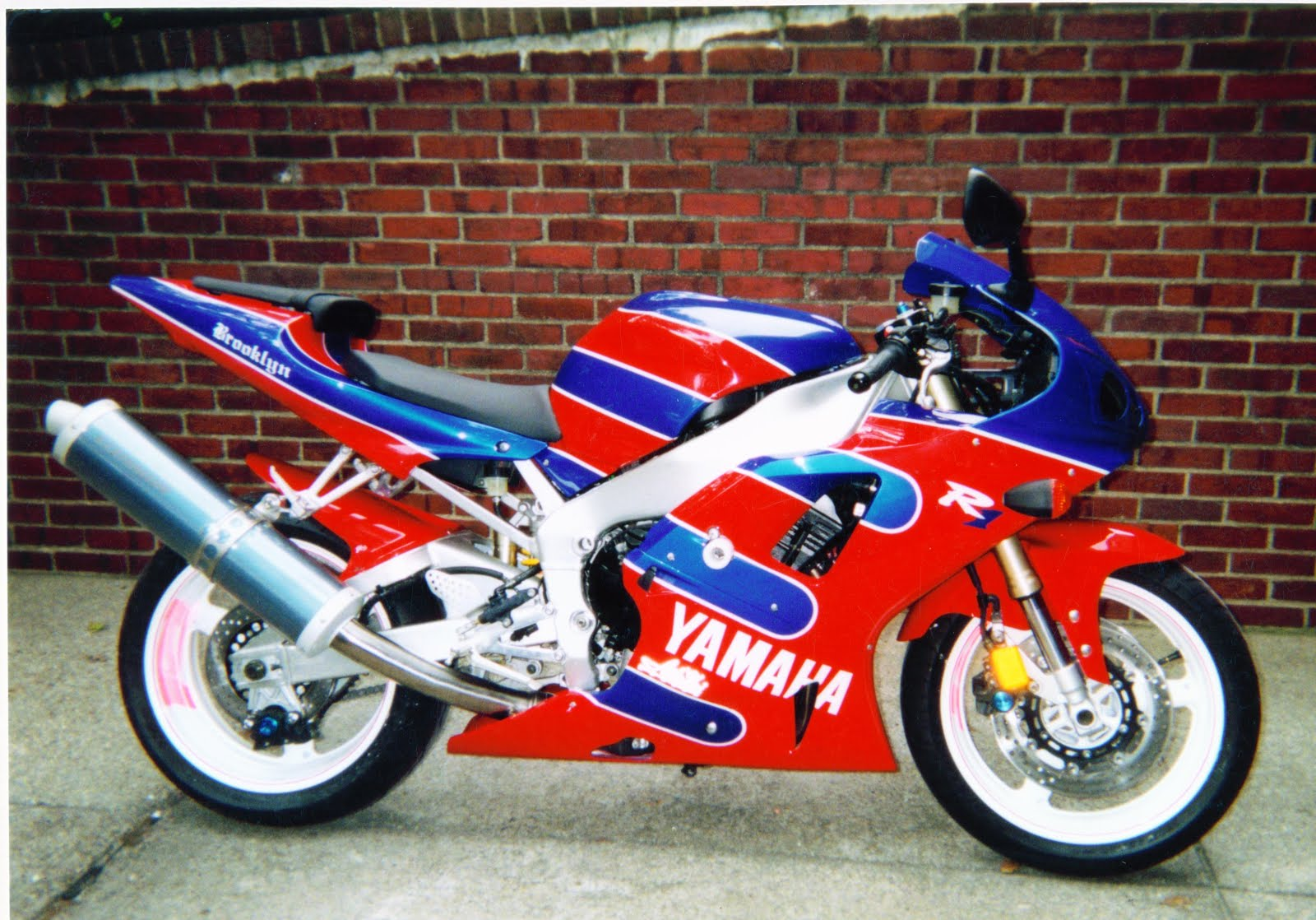 Red-Yellow R1 YAMAHA