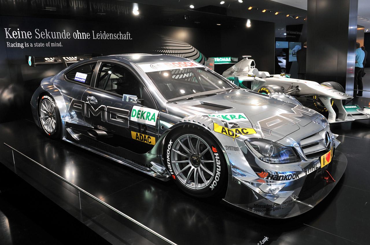 http://2.bp.blogspot.com/-8De0dkofBuM/TnOddCc1gDI/AAAAAAAAOGs/cL2_qcSJ-ZY/s1600/01-2012-mercedes-benz-c-class-coupe-dtm.jpg