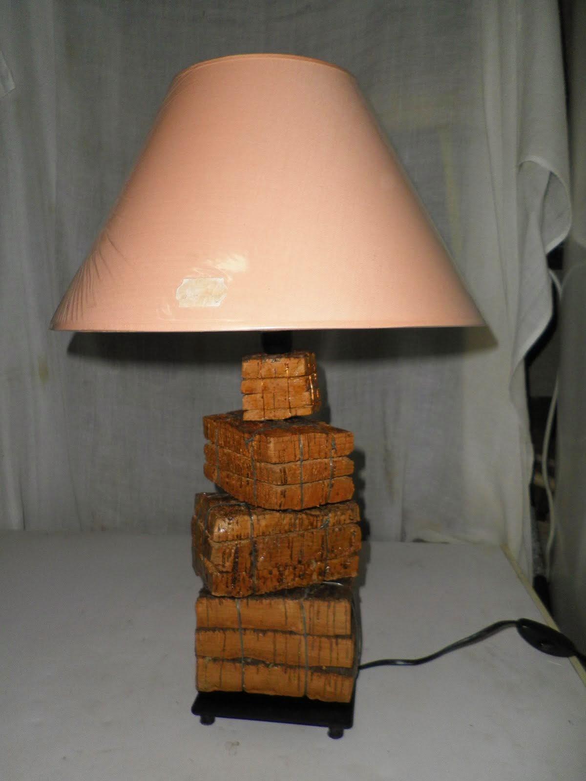 LAMPARA CON BLOQUES DE CORCHO