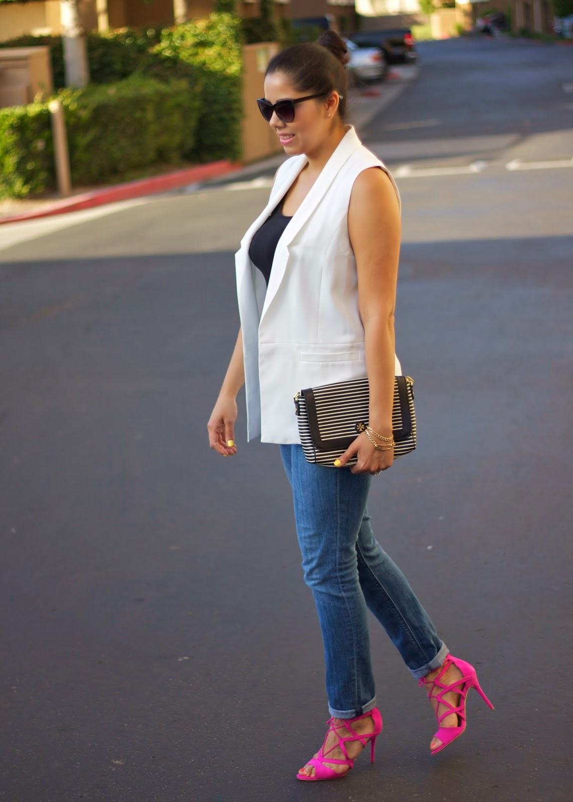 San Diego Fashion blogger, latina fashion blogger, mexican fashion blogger, White Vest and hot pink pop