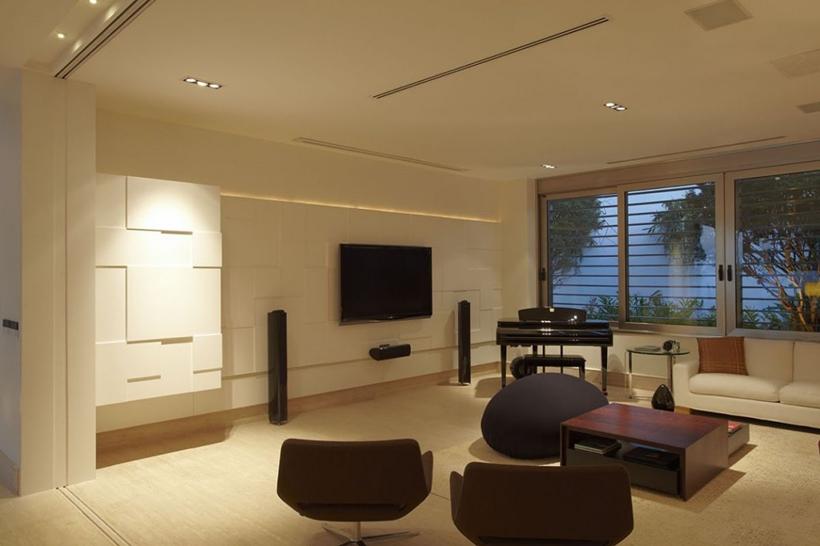 Gaming room in The Morumbi Residence by Drucker Arquitetura