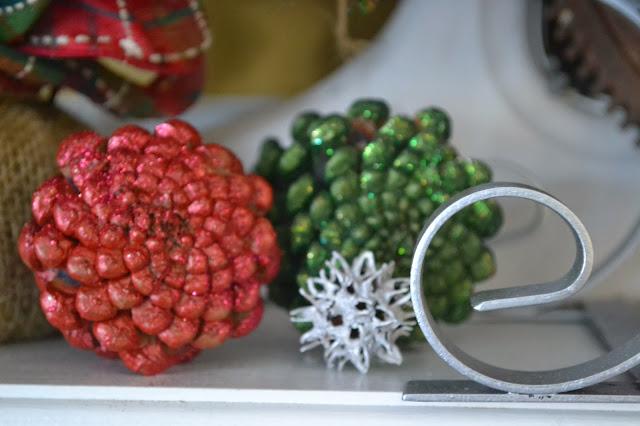 Shimmering Holiday Mantel www.homeroad.net