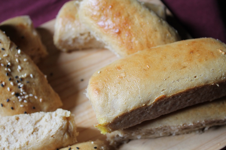 100% whole wheat hot dog rolls recipe / eggless wheat hot dog buns recipe