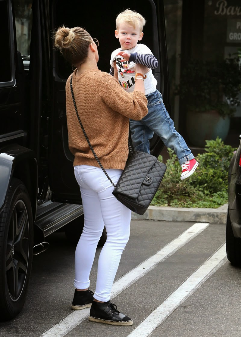piggyback upskirt I want Hilary Duff to fart in my face