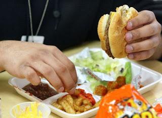 Σώστε το πλανήτη τρώγοντας λιγότερο junk food... !