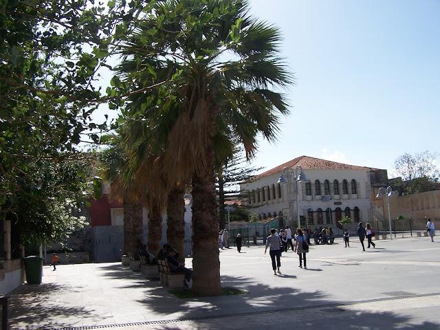 Meydandaki Osmanlı dönemi kız okulu; şimdi de okul, Resmo