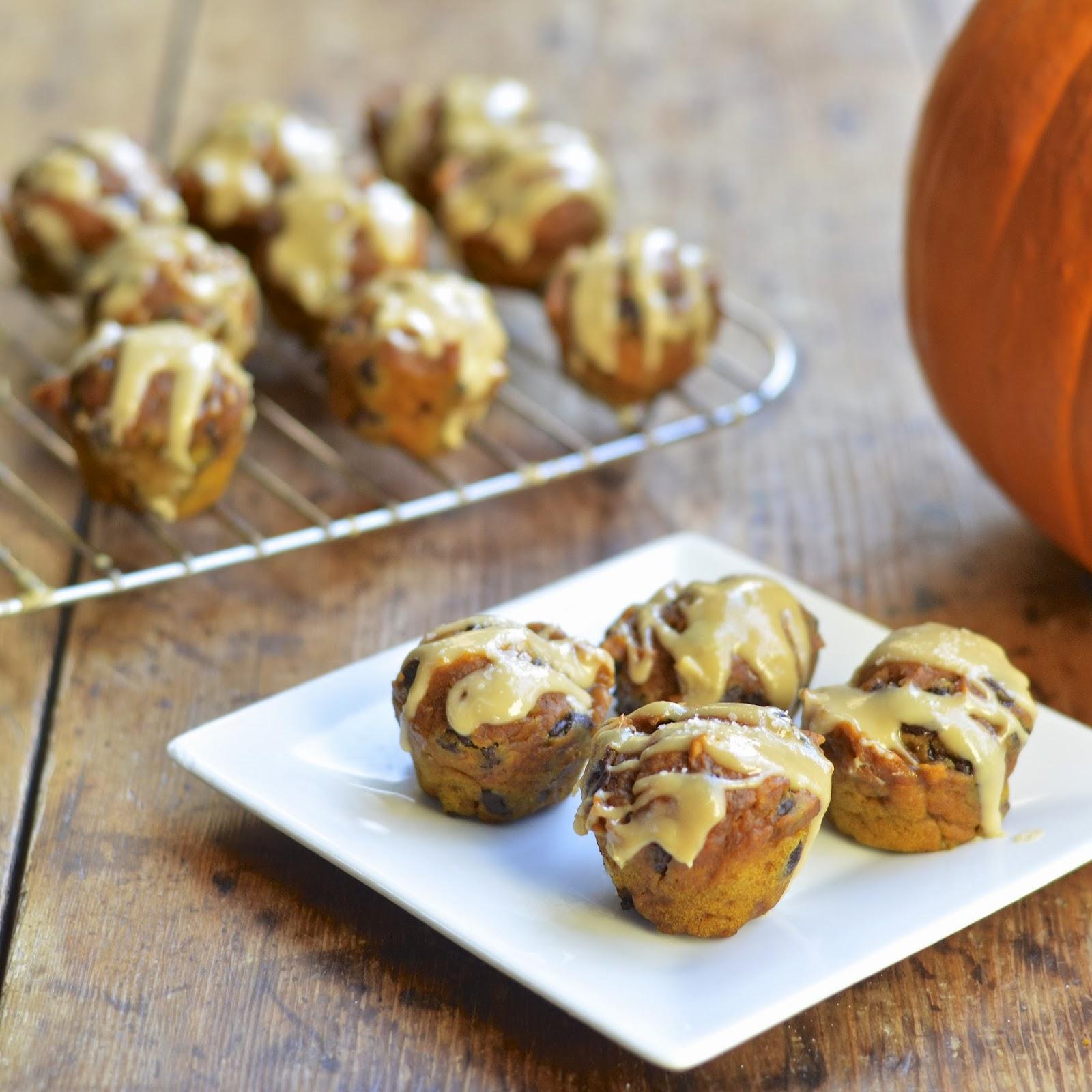 Mini Pumpkin Chocolate Chip Muffins with Salted Caramel Cream ...