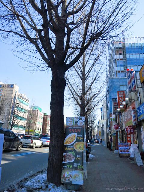 Random street in Yeongdeungpo