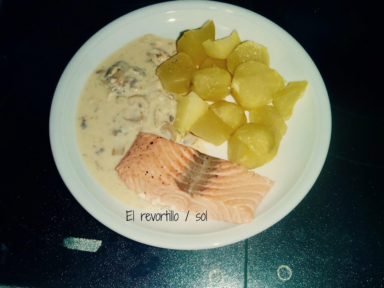 Salmon con salsa de champi ones y papas al vapor - Salmon con champinones ...