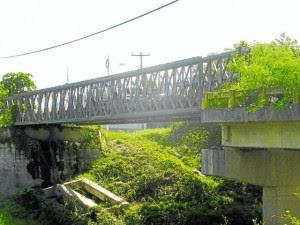 Puente bailey sobre rio Monga