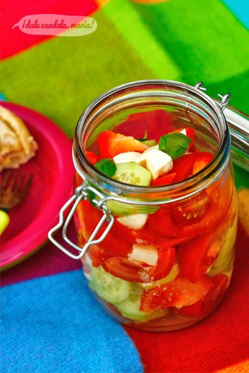 Ensalada de tomate, pepino y queso