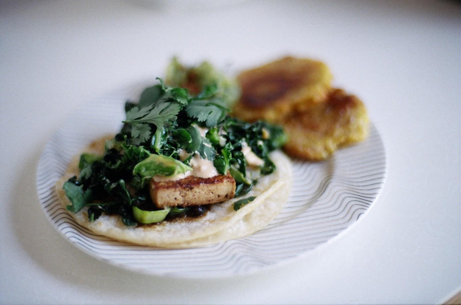 The veganette guest blogger km 39 s blackened tofu fish for Fish taco aioli
