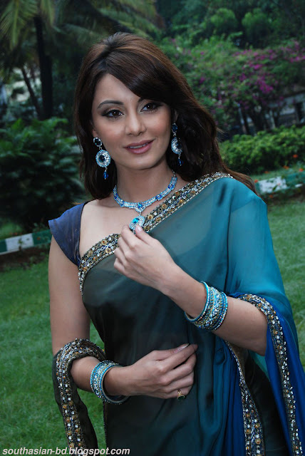 Time Minissha lamba breast naked