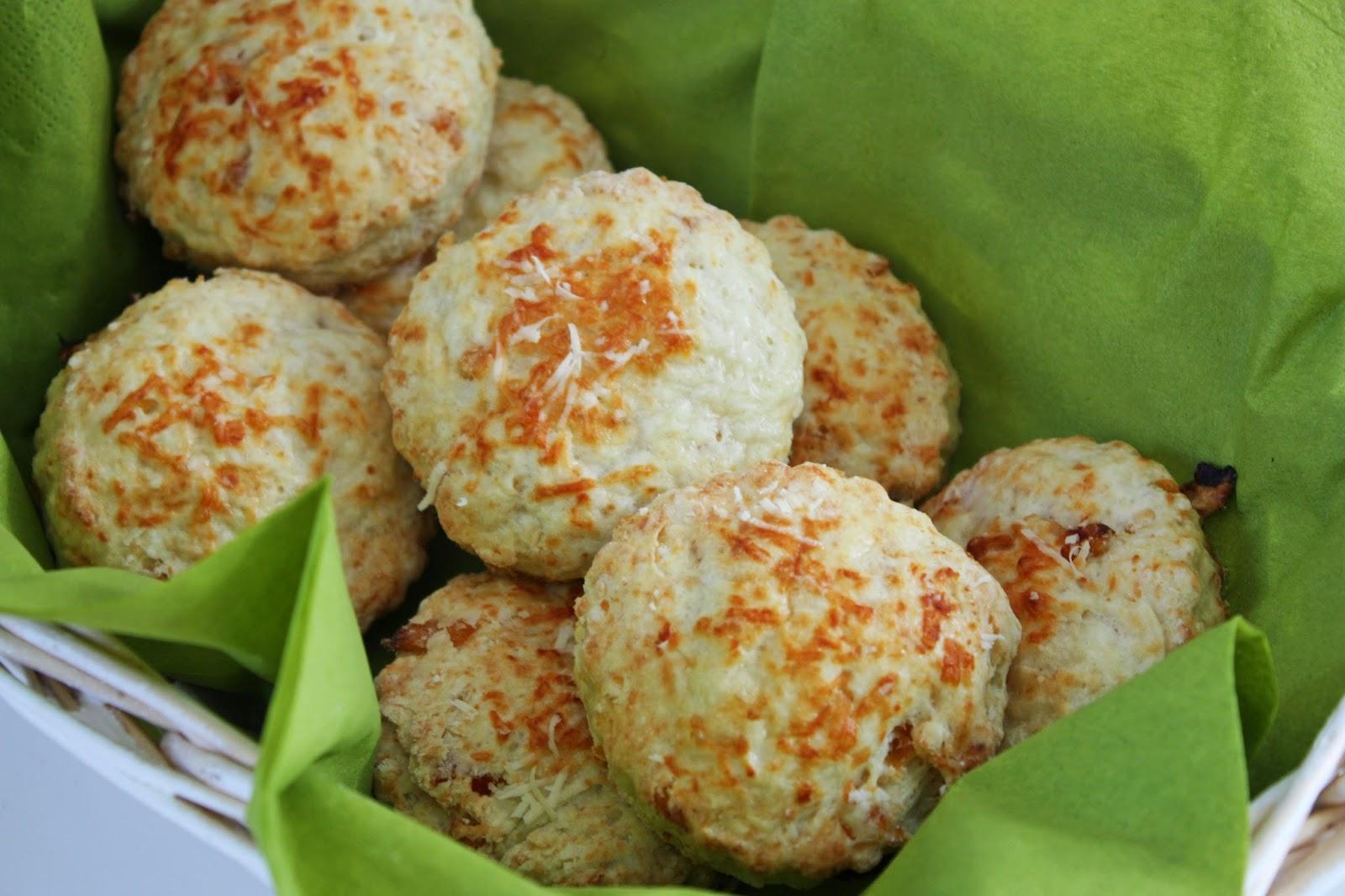 Herzhafte Buttermich, Parmesan Aprikosen Scones