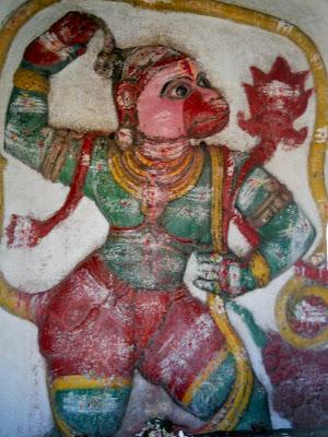 Изображение ванара на стене храма