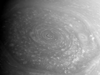Гигантский гексагон на Сатурне, снятый широкоугольной камерой Кассини с расстояния 376 171 км