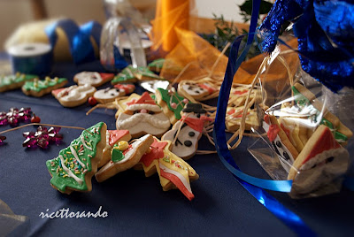 Biscotti speziati di Natale ricetta dolce da decorare coi bambini con fantasia