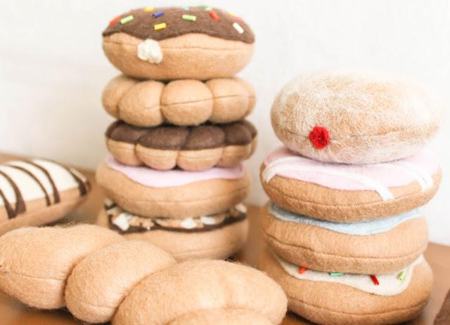 imitación de dulces hechos con fieltro