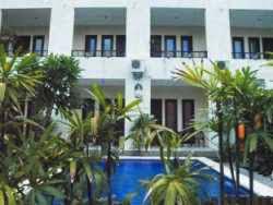 Hotel Kolam Renang di Legian - Grand Bimasena Hostel