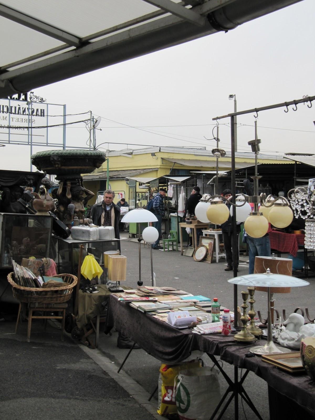 how to get to ecseri flea market