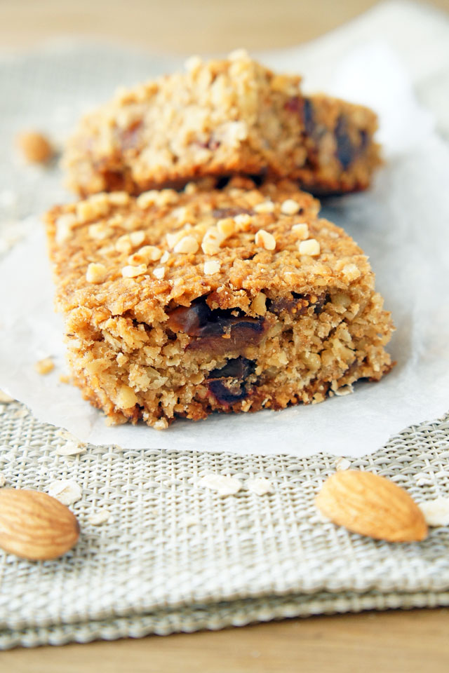 Chewy Granola Bars with Figs, Dates and Almonds. Wholesome, healthy and refined sugar-free | The Road to Less Cake | #granolabars #healthy