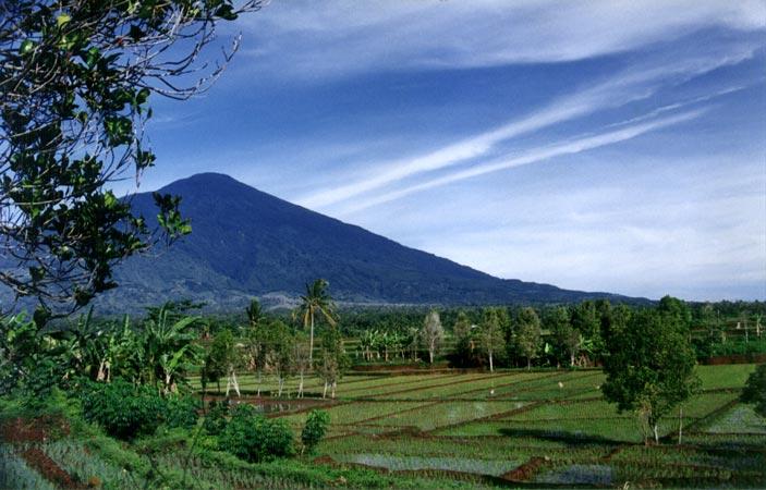 Review Ribuan Tempat Wisata Indonesia dan Dunia