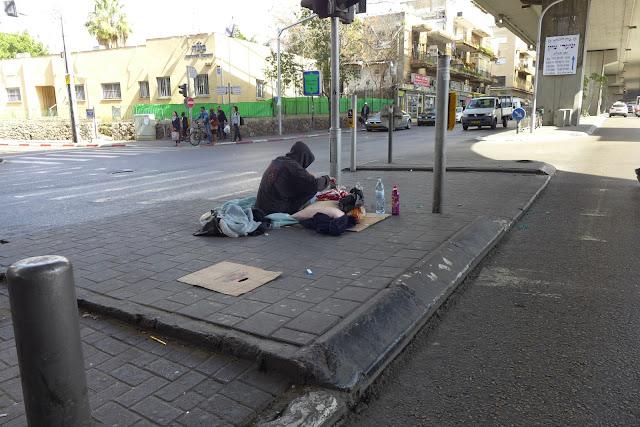 חסר בית - תחנה מרכזית תל רביב