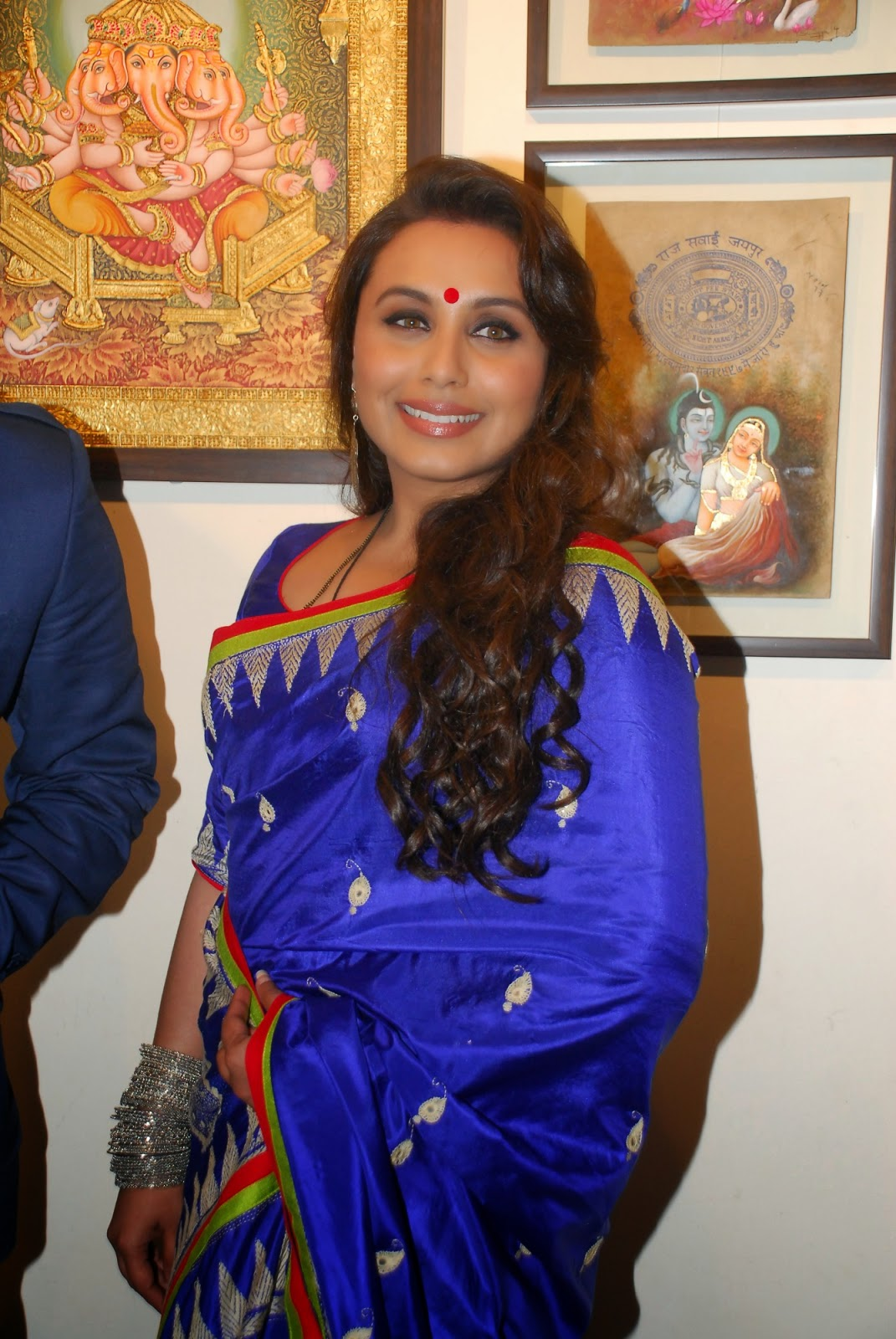 Rani Mukerji Launch Art Show An Art Collector's Paradise Event