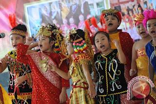 Manfaat menyanyi untuk anak, cara anak menyanyi, perkembangan menyanyi anak